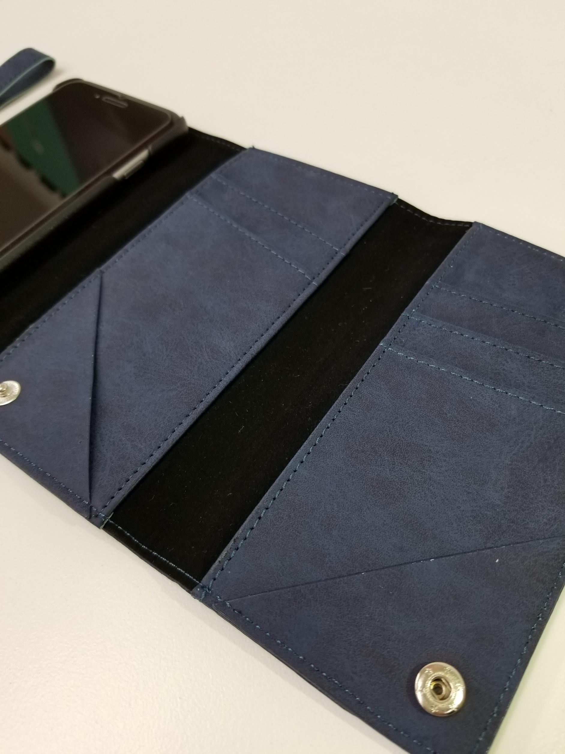 大容量カード収納ポケット付きケース